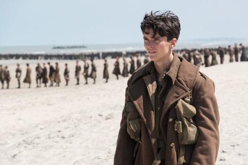 Christopher Nolan trở lại và vẫn giữ phong độ qua tác phẩm chiến tranh Dunkirk