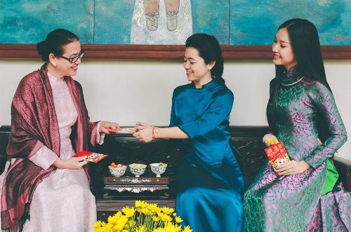Những giá trị truyền thống trong ngày Tết vẫn luôn được gìn giữ qua nhiều thế hệ.