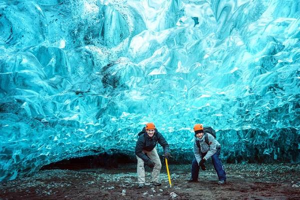 Khám phá động băng ở Iceland