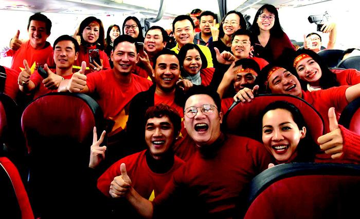 Các cổ động viên bay sang Thường Châu, Trung Quốc ủng hộ đội tuyển U-23 Việt Nam