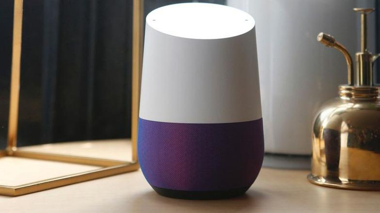 Loa thông minh Google Home trưng bày trong một sự kiện tại San Francisco, California, Mỹ