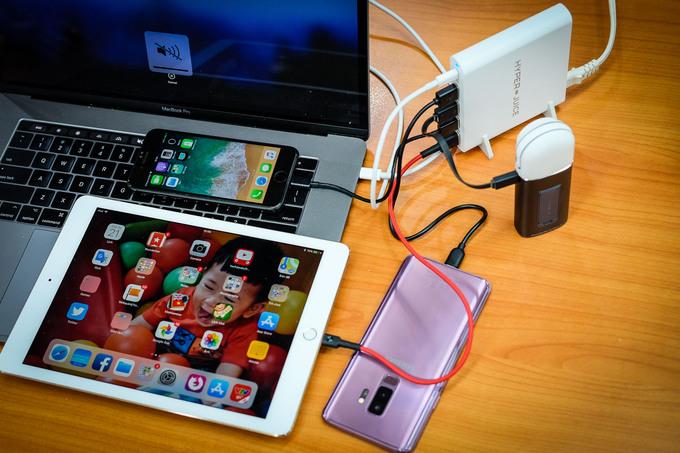 Bộ sạc nhanh 5 cổng hỗ trợ cả laptop lẫn smartphone