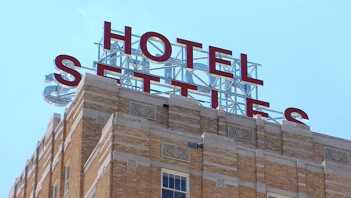 Khách sạn Settles được hoàn thành vào năm 1930
