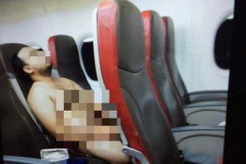 Hành khách khỏa thân trên chuyến bay đến Bangladesh
