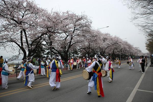 Lễ hội hoa xuân Yeouido với nhiều hoạt động vui chơi hấp dẫn