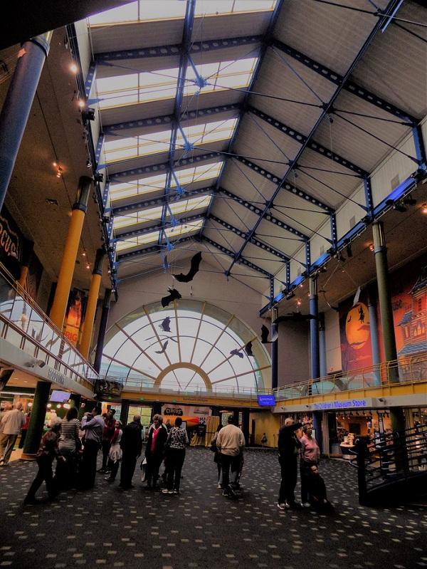 Du khách có thể mất một ngày hoặc hơn để tham quan toàn bộ Bảo tàng Thiếu nhi Indianapolis.